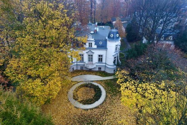 Przez kilka lat w Willi Hestia mieścił się prestiżowy hotel wraz z restauracją, którą zarządzała Magda Gessler.