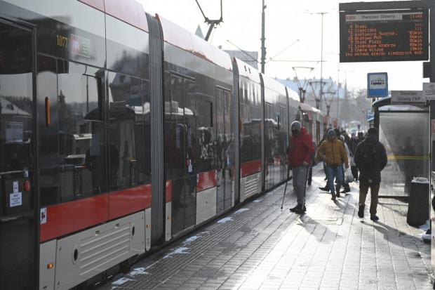 Podwójne perony umożliwiają szybszą wymianę pasażerów. ZTM chciałby, aby takie przystanki powstały w prawie 30 miejscach w mieście.