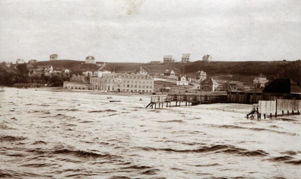 Z okazji 95. urodzin Gdyni MMG prezentuje na swojej stronie kilkanaście fotografii ze swoich zbiorów ukazujących Gdynię z okresu połowy lat 20 XX. wieku.
