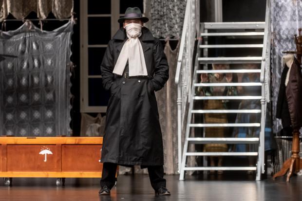 Najzabawniejszą postacią, dopracowaną w najdrobniejszych szczegółach, jest Jonatan w wykonaniu Grzegorza Wolfa.