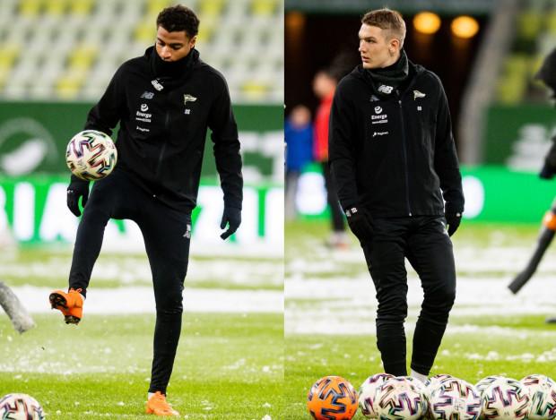 Joseph Ceesay (z lewej) i Jan Biegański weszli do ligowego składu Lechii Gdańsk w trzeciej tegorocznej kolejce. Mają szanse zostać na dłużej.