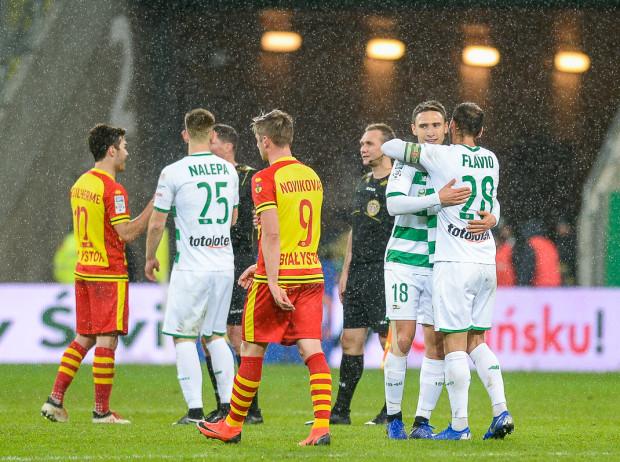 Czy dojdzie do pożegnań w ataku Lechii Gdańsk? Jakub Arak ma propozycję z trzech klubów, w tym ostatnio ogranego przez biało-zielonych Rakowa Częstochowa.