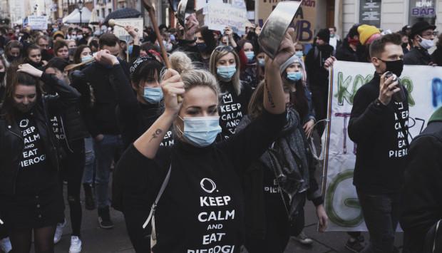 """Strajk branży gastronomicznej niewiele zmienił, więc część lokali zaczęło się otwierać, """"zatrudniając"""" gości jako testerów jedzenia."""