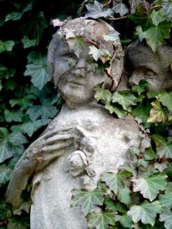 Nagrobek siedmioletniej Krysi na cmentarzu na Oksywiu.