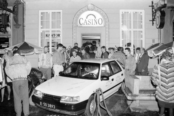 Otwarcie kasyna Casinos Poland na ul. Długiej 75/76. Nagrodą dla pierwszych gości był samochód osobowy. 10.11.1991