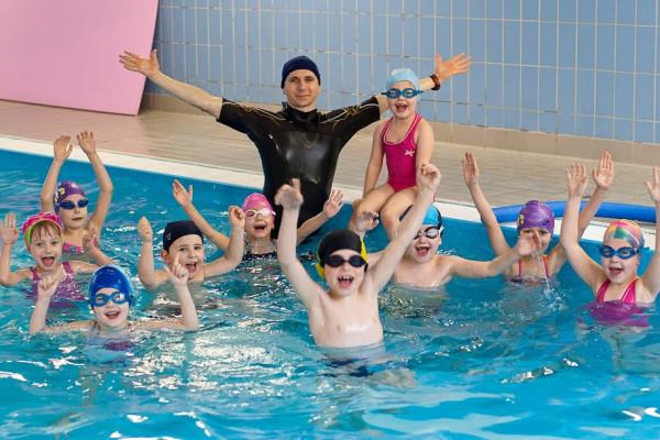 Szkółki pływackie ponownie zapraszają na zajęcia.