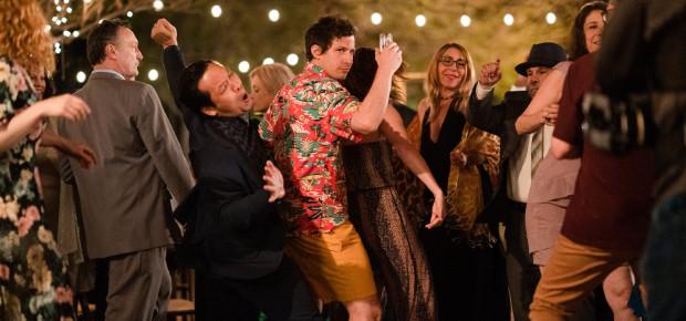 """W """"Palm Springs"""" znajdziemy mnóstwo pozytywnej energii, dobrej zabawy, niepoprawnego humoru i fabularnego absurdu. To komedia romantyczna zdecydowanie inna niż wszystkie."""