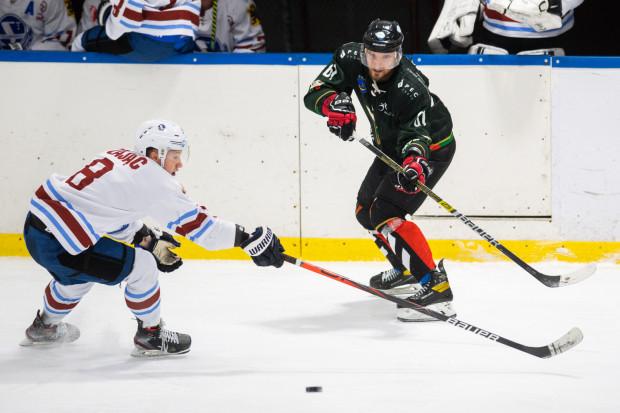Po jednostronnym widowisku Stoczniowiec przegrał na wyjeździe z GKS Tychy i skończył sezon z bilansem 2 zwycięstw i 34 porażek.