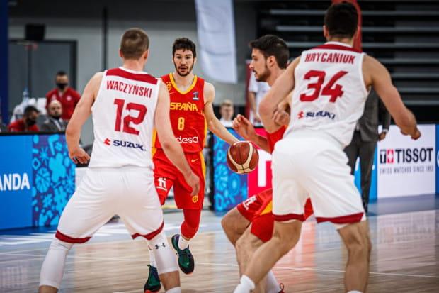 Polska reprezentacja koszykarzy minimalnie przegrała z Hiszpanią, ale awansowała na EuroBasket 2022.