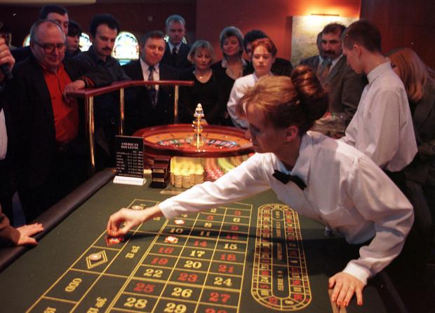 Kasyno w hotelu Hanza w Gdańsku. 28.02.1998 r.