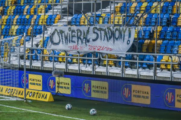 Taki transparent pojawił się na meczu Pucharu Polski w Gdyni pomiędzy Arką a Górnikiem Łęczna.