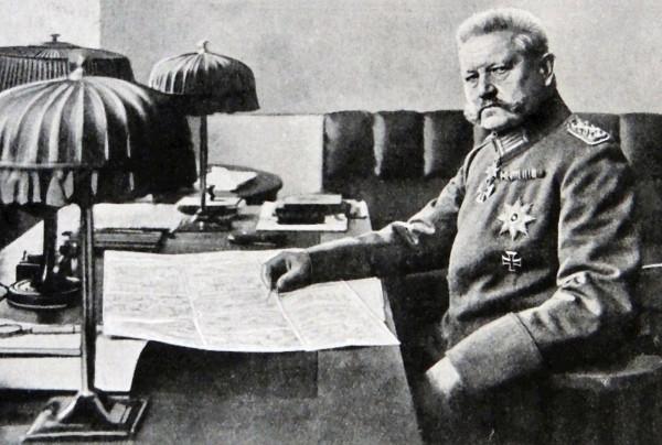 Paul von Hindenburg (1847-1934) - niemiecki dowódca, feldmarszałek i polityk, w latach 1925-1934 prezydent Republiki Weimarskiej i III Rzeszy.