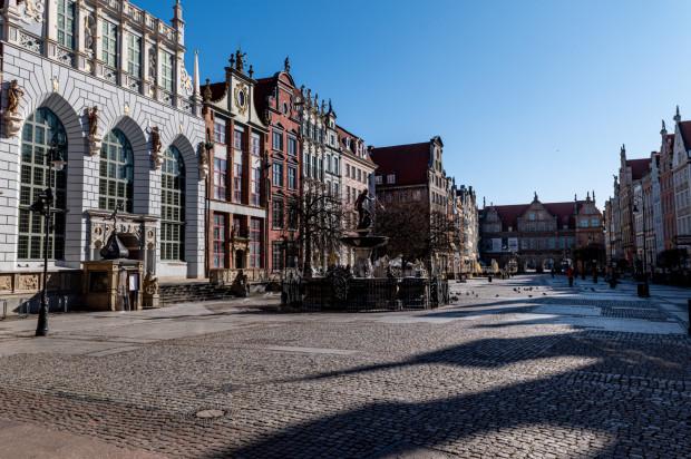 Na zwiedzanie Gdańska w dużych zorganizowanych grupach, pod opieką przewodnika, musimy jeszcze zaczekać. Dzięki spacerom online możemy jednak już teraz poznać mnóstwo anegdot i ciekawostek na temat życia w dawnym Gdańsku.