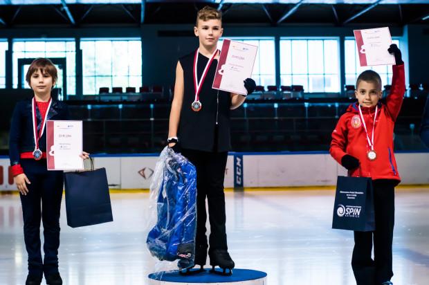 Staś Borysewicz jest mistrzem Polski solistów w klasie brązowej. Na złoto zapracował wieloma godzinami treningów i to nie tylko na lodowej tafli.