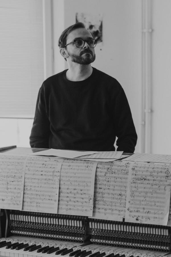 Sławek Jaskułke: Inspiracja to pojemne pojęcie. Nad muzyką, tak jak nad innymi dziedzinami w życiu, trzeba konsekwentnie pracować. Czasem można tworzyć w odniesieniu do jakiejś materii, tak jak to miało miejsce w przypadku obrazów Bujnowskiego, a czasem to się dzieje intuicyjnie, samoistnie.