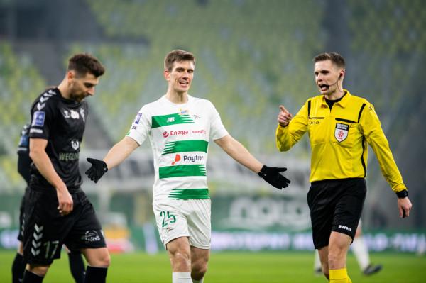 W meczu z Górnikiem Zabrze dwóch piłkarzy Lechii Gdańsk otrzymało kartki, które wykluczają ich z gry w Mielcu, a dwaj kolejni, w tym Michał Nalepa (na zdjęciu) nie dokończyło gry z powodu urazu mięśniowego.