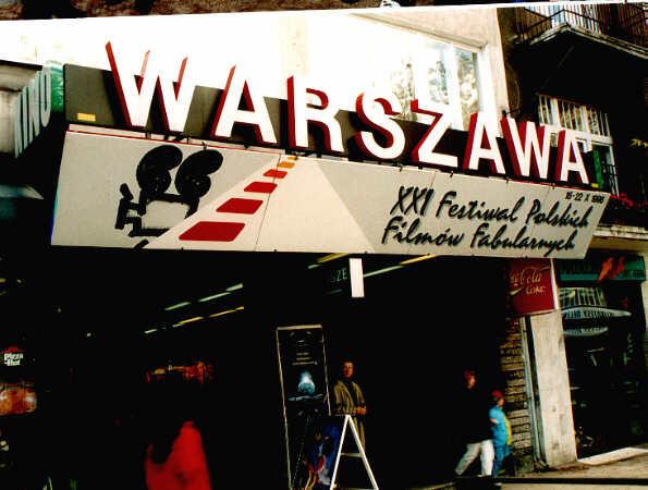 Najbardziej znanym kinem w Gdyni było zdaniem wielu kino Warszawa przy ul. Świętojańskiej.