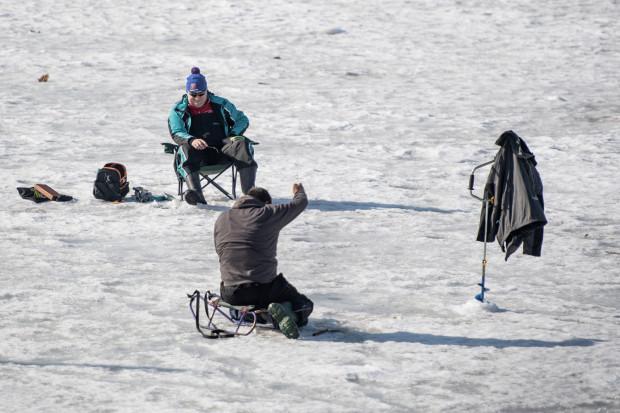 Wędkarze na lodzie w Gdańsku