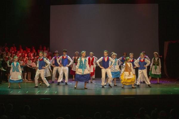 Bożena Ptak od lat angażuje dzieci i młodzież w przygotowanie przedstawień, które wystawiane są na scenie Teatru Szekspirowskiego w Gdańsku.
