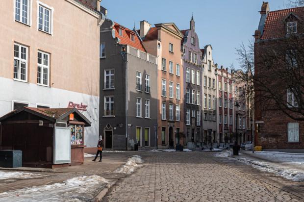 W 2013 r. częściowo usunięto asfalt, który pokrywał nawierzchnię ul. Ogarnej. Bruk został odsłonięty na odcinku od ul. Bogusławskiego do ul. Pocztowej.