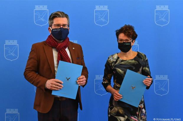 Dyrektor Hevelianum Paweł Golak i wiceprezydent Sopotu Magdalena Czarzyńska-Jachim.