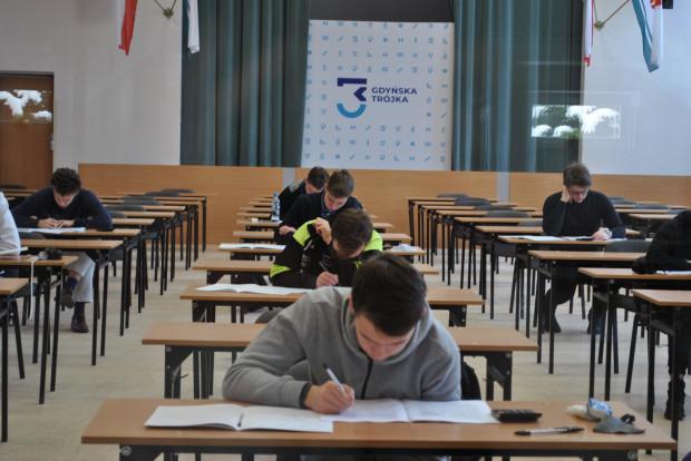 Egzaminy próbne odbywają się stacjonarnie w placówkach.