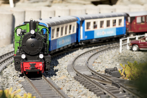 W ruchu na makiecie w Galerii Metropolia obowiązują zasady jak na prawdziwej kolei.