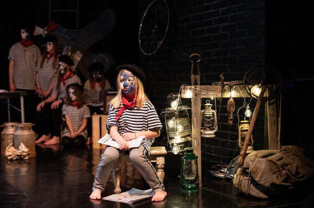 """""""Petit Pierre"""" Sopockiego Teatru Muzycznego Baabus Musicalis jest spektaklem dramatycznym na piętnaścioro młodych aktorów."""