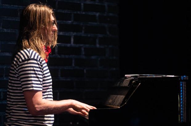 Młodych wykonawców wspierał grą na fortepianie Gran Touch Leszek Możdżer.