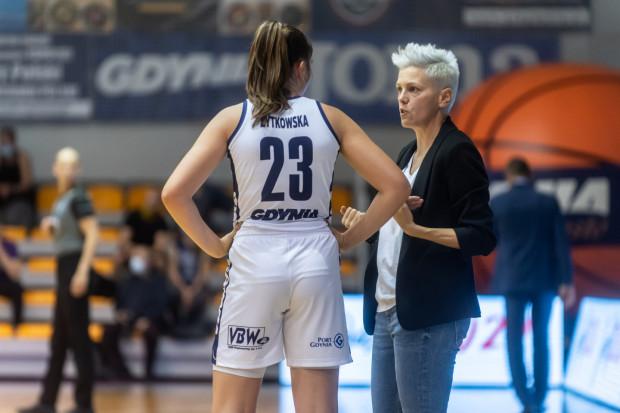 Na nic zdały się uwagi trener Jeleny Skerović w starciu z CTL Zagłębiem Sosnowiec. Jej podopieczne przegrały aż 46:77.