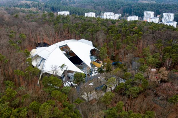 Tuż przed zarwaniem z powodu zalegającego lodu i śniegu dachu w Operze Leśnej obiekt sprawdzali inspektorzy z nadzoru budowlanego i zostali zapewnieni, że amfiteatr w kurorcie jest właściwie utrzymany.