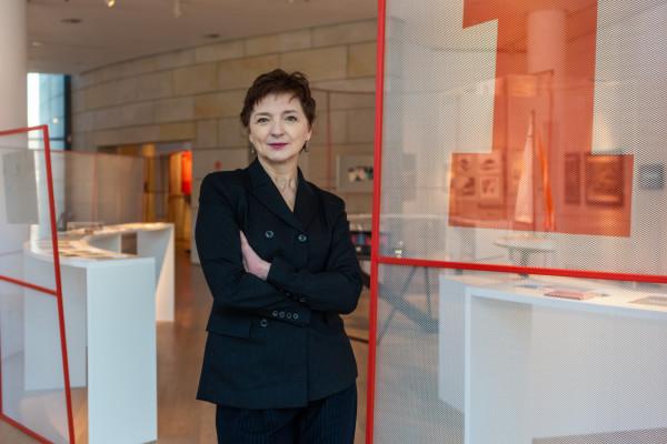 Pełniąca od lipca obowiązki dyrektora Muzeum Miasta Gdyni Karin Moder wygrała konkurs na to stanowisko, pokonując czworo kandydatów.