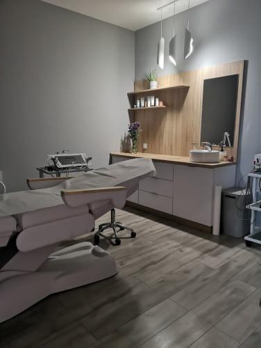 Wykwalifikowana kadra, szereg promocji oraz atrakcyjne wnętrza to jedne z licznych atutów gabinetu Perfect Look Clinic.