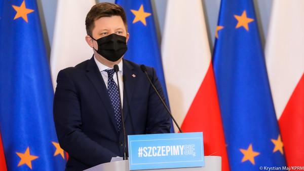W czwartek na konferencji prasowej szef kancelarii premiera, pełnomocnik rządu ds. szczepień na COVID-19 Michał Dworczyk mówił o procesie szczepień przeciw COVID-19.