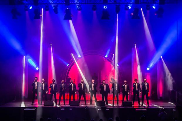 Międzynarodowa grupa The 12 Tenors od lat odnosi sukcesy, koncertując na scenach całego świata. 9 marca będzie można ich posłuchać w Filharmonii Bałtyckiej. Zdjęcie z koncertu w 2018 roku w Gdynia Arena.