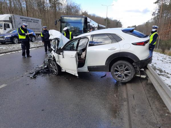 Skutki porannego wypadku na Chwarznieńskiej.