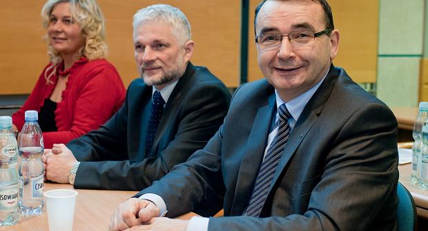 Mirosława Król była radną przez osiem lat, zasiadając wśród radnych w latach 2010-1018. Na zdjęciu z Ireneuszem Bekiszem i Bogdanem Krzyżankowskim.