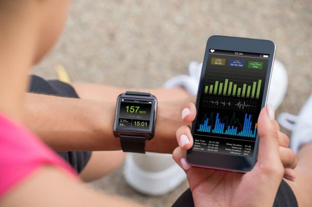 Aplikacje są często kompatybilne ze smartwatchami, które mierzą tętno. Posiadają również wiele innych funkcji.