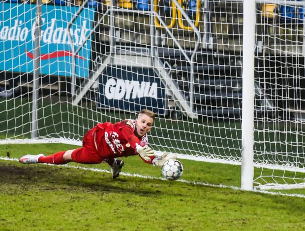 Daniel Kajzer w Niepołomicach musiał czterokrotnie wyciągać piłkę z siatki i to w ciągu zaledwie 26 minut.