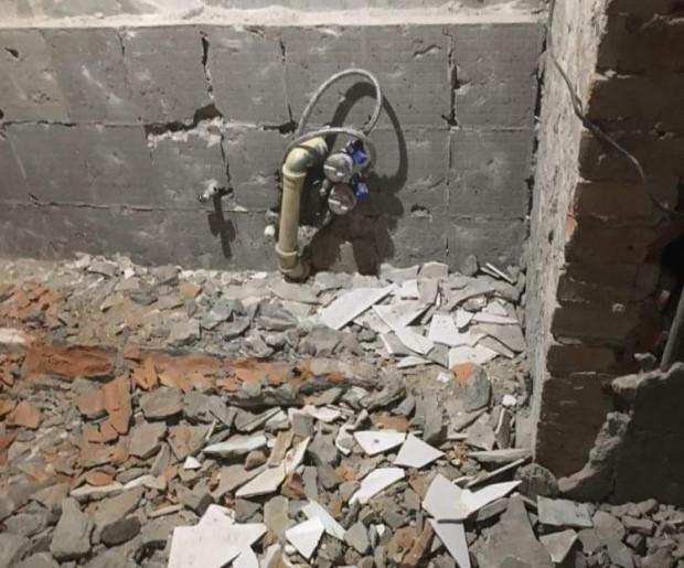 W tym miejscu jeszcze kilka dni wcześniej była łazienka, z której korzystał schorowany senior.