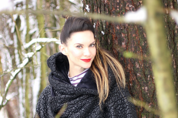 """Małgorzata Oliwia Sobczak szykuje dla swoich fanów nową serię kryminalną, która ukaże się jesienią. W maju ostatni tom z serii """"Kolory zła""""."""
