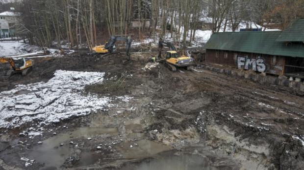 Zbiornik przy Jaśkowej Dolinie pomieści ok. 9 tys. m sześc. wody, czyli ok. 9 mln litrów.