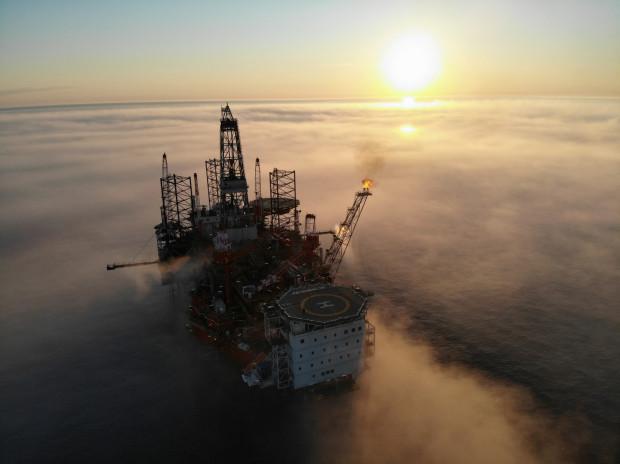 Pracująca na bałtyckim złożu B8 morska kopalnia ropy i gazu Petrobaltic. W październiku 2020 r., po teście produkcyjnym, przejęła ona produkcję z platformy Lotos Petrobaltic, przekształconej czasowo z platformy wiertniczej na centrum produkcyjne.
