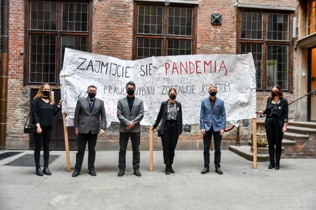 Transparent z protestów trafił do zbiorów Muzeum Gdańska.