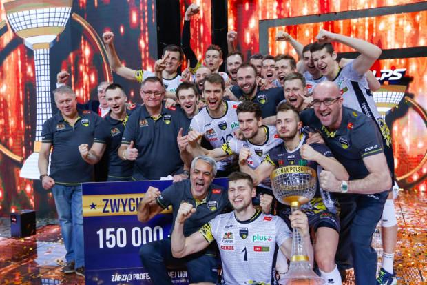 Trefl Gdańsk dwukrotnie zdobył Puchar Polski. Tak siatkarze cieszyli się z trofeum trzy lata temu we Wrocławiu.