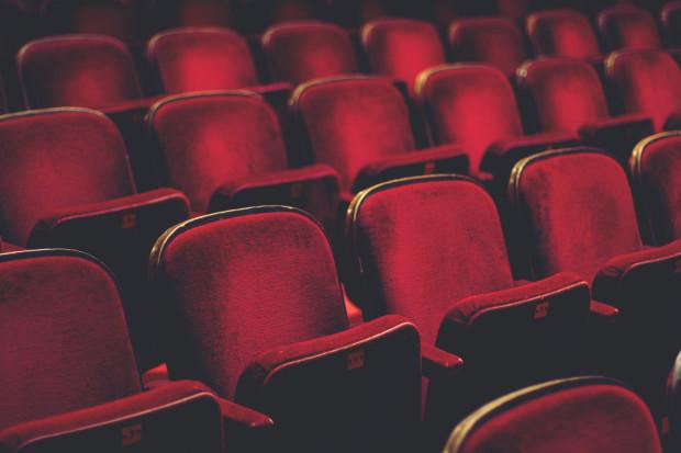 Puste widownie teatralne to efekt kolejnych obostrzeń, które zostały wprowadzone dla naszego województwa 13 marca.