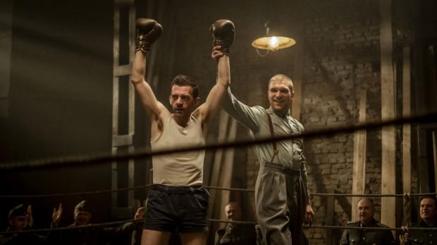 """""""Mistrz"""" to jeden z """"trójmiejskich"""" filmów oczekujących na tegoroczną premierę. Reżyserem jest gdańszczanin Maciej Barczewski, a jedną z ról gra aktor Teatru Wybrzeże - Piotr Witkowski (na zdj. po prawej)."""