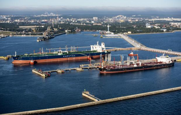 Ponad 11 mln ton ropy naftowej przeładowano w 2020 r. w gdańskim Naftoporcie. W 2021 r. przypłyną tu kolejne tankowce z amerykańską ropą naftową.