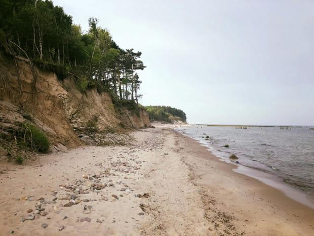 Miejscami plaże są wąskie, ale nie brakuje też tych naprawdę szerokich.
