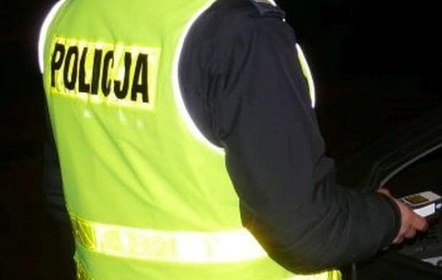 Kiedy policjanci ocucili 44-latka, przebadali go alkomatem.